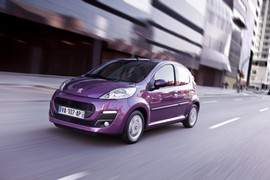 Peugeot107Red-00012