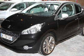 Peugeot208GtiRED00002