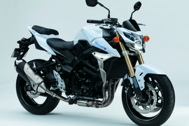 SuzukiGSR750ABS-009