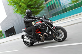 Diavel_Carbon