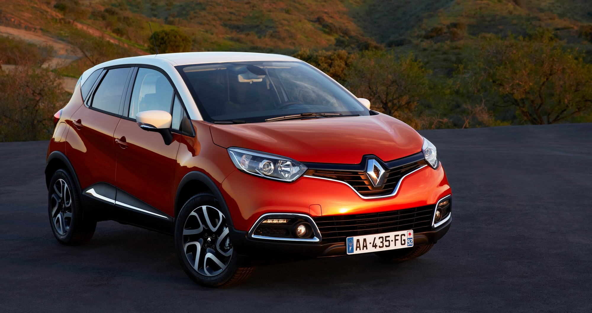 renault captur red live. Black Bedroom Furniture Sets. Home Design Ideas