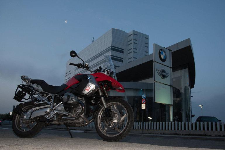 Ore 6:09 si parte dalla sede di BMW Italia a San Donato Milanese