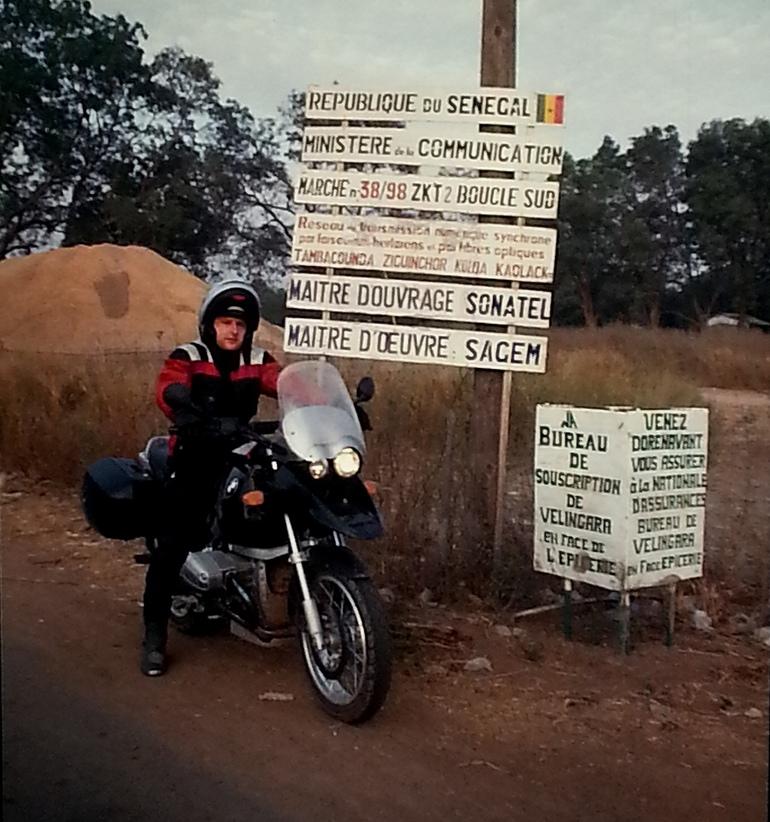 Un Cordara d'epoca in Senegal con la R 1150 GS
