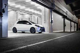 ToyotaYarisHybrid-R-apertura