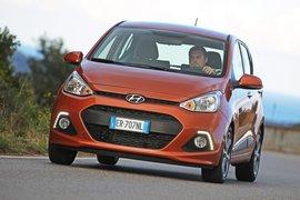La griglia esagonale e' tipica delle Hyundai Made in Europe. Le luci diurne a Led sono di serie per l'allestimento Style, top di gamma