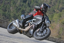 Ducati Diavel-4