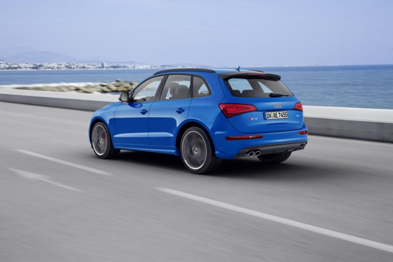 Dynamic photo, Colour: in crystal effect paint finish Ara Blue