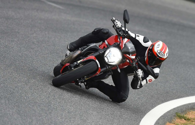 DucatiMonster1200R-002