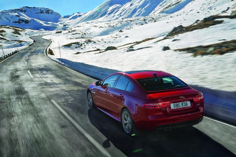 JaguarXE4WD-001