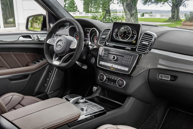 Mercedes-AMG GLS 63 4MATIC, Interieur: Leder Nappa espressobraun, Zierteile: AMG Carbon interior: leather nappa espresso brown, trim parts: AMG carbon