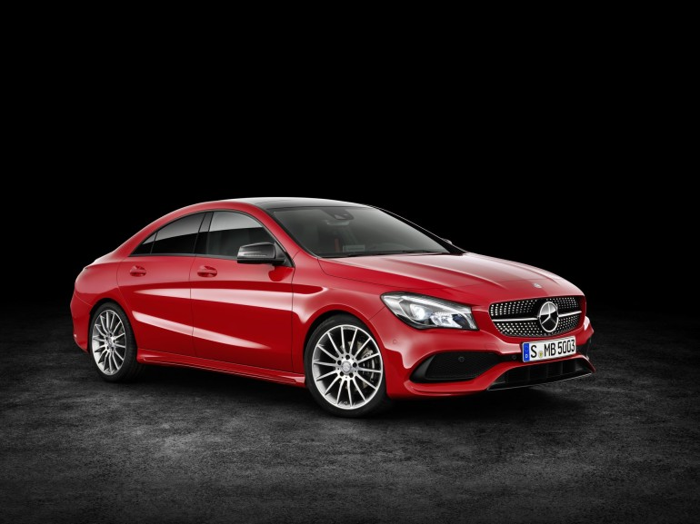 Mercedes-Benz CLA 200d 4MATIC Coupé (C117) 2016. Jupiterrot, Interieur Leder schwarz. Kraftstoffverbrauch (l/100 km) innerorts/außerorts/kombiniert: 5,5/4,0/4,6 CO2-Emissionen kombiniert: 119 g/km Mercedes-Benz CLA 200d 4MATIC Coupé (C117) 2016. Jupiter red, Interior: black leather. Fuel consumption (l/100 km) urban/ex urban/combined: 5.5/4.0/4.6 combined CO2 emissions: 119 g/km