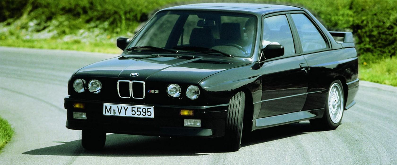 BMWM3E30-apertura