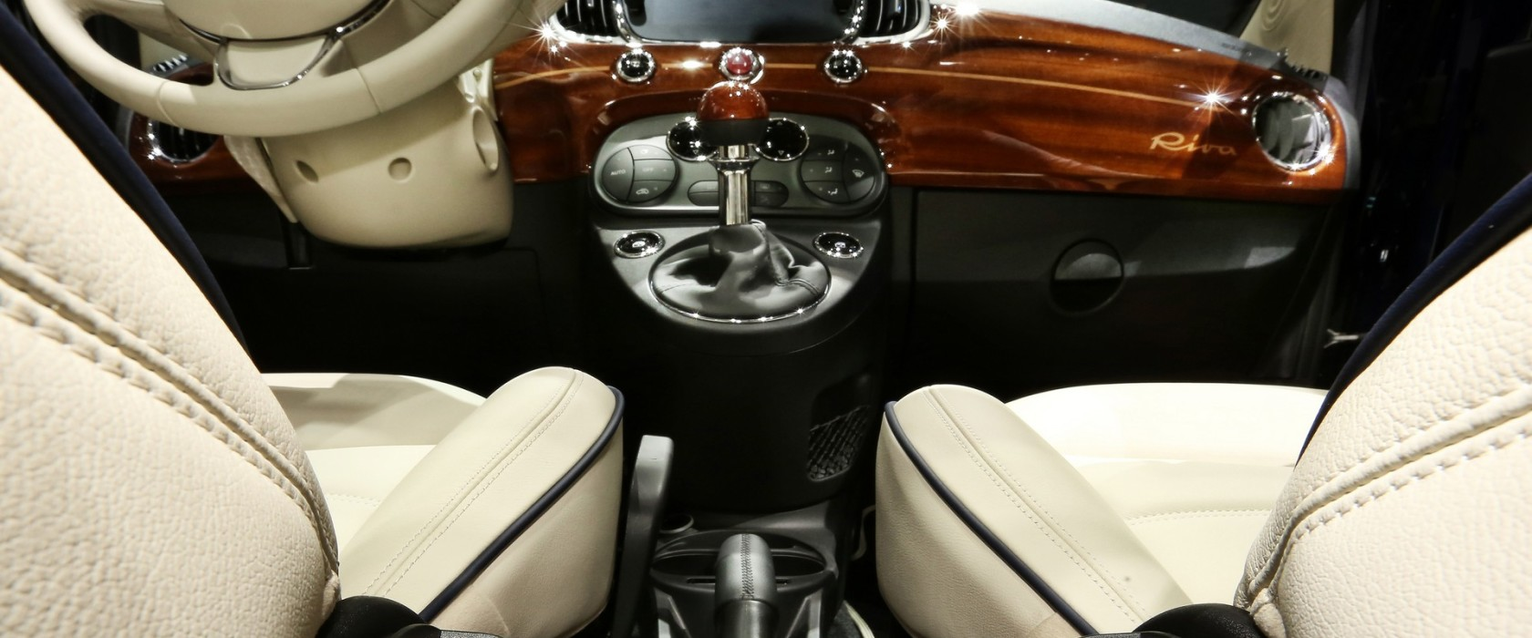 Fiat500RivaTendertoParis-apertura
