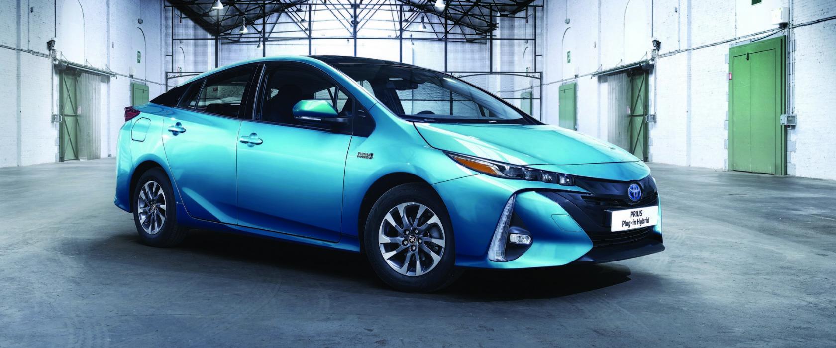 ToyotaPriusPlugInHybrid-apertura