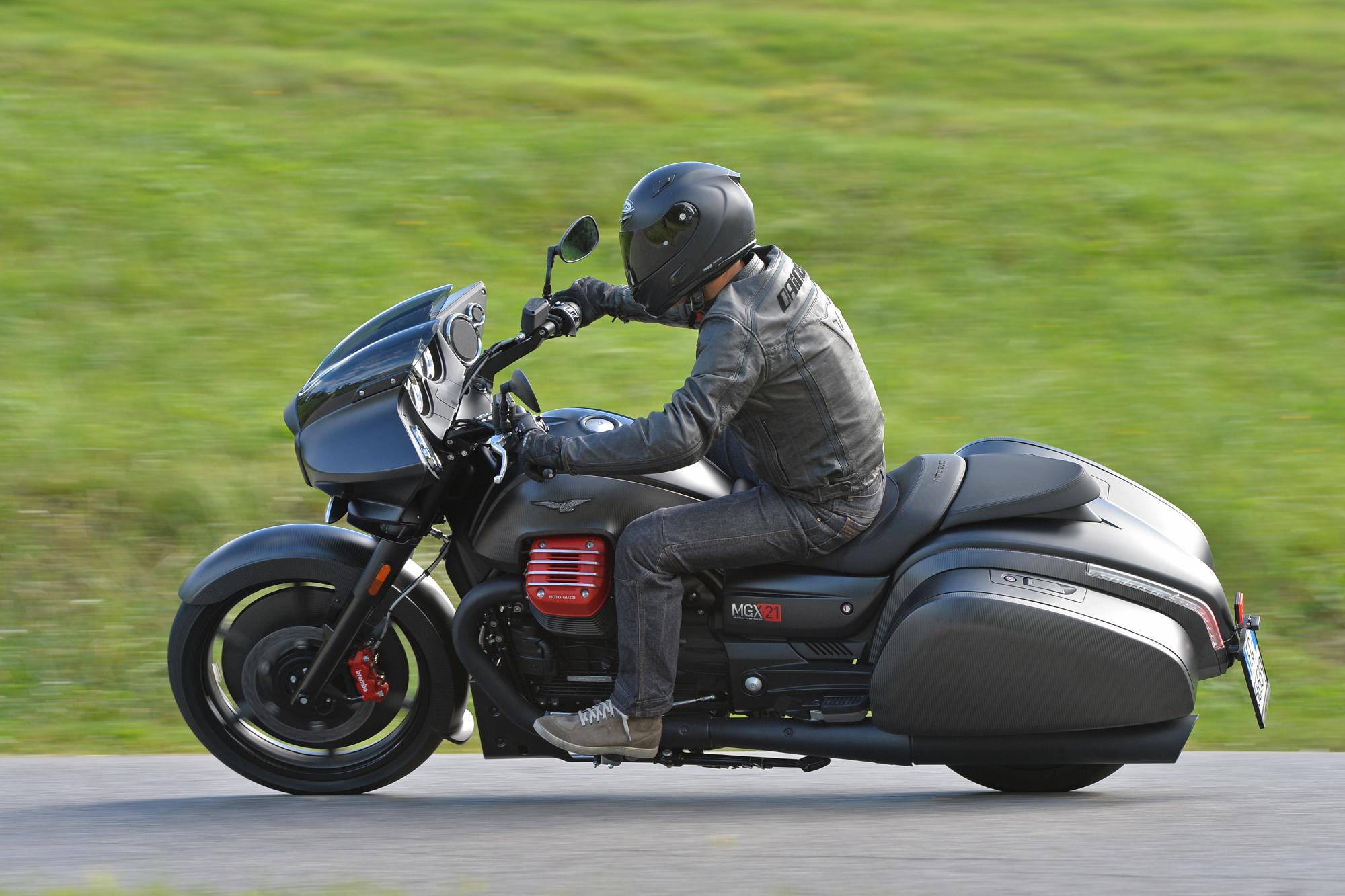 Prova Moto Guzzi MGX-21