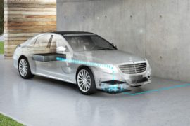 Kabelloses Laden vom S 500 PLUG-IN HYBRID ;  Wireless charging of the S 500 PLUG-IN HYBRID;