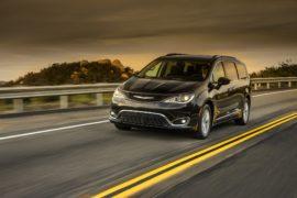 Chrysler Pacifica: l'elettrica debutta al CES di Las Vegas
