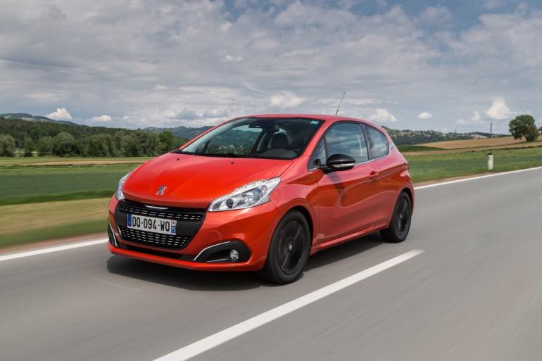 Peugeot208-001