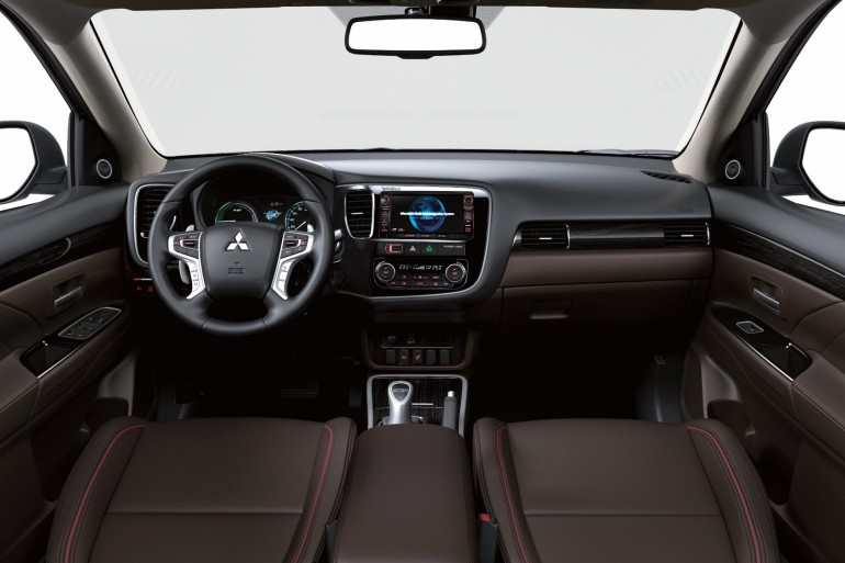 MitsubishiOutlanderPHEV2016-014