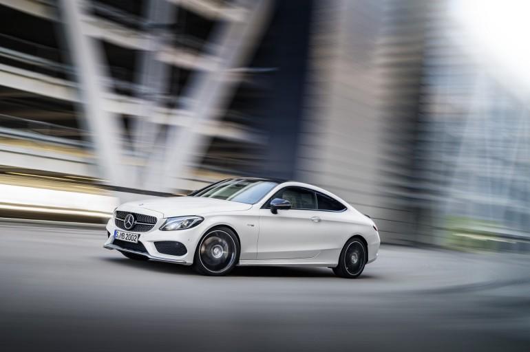 Mercedes-AMG C 43 Coupé, Exterieur: Diamantweiß, Kraftstoffverbrauch (l/100 km) innerorts/außerorts/kombiniert: 10,6/6,2/7,8 CO2-Emissionen kombiniert: 178 g/km exterior: diamond white, Fuel consumption (l/100 km) urban/ex urban/combined: 10.6/6.2/7.8 combined CO2 emissions: 178 g/km