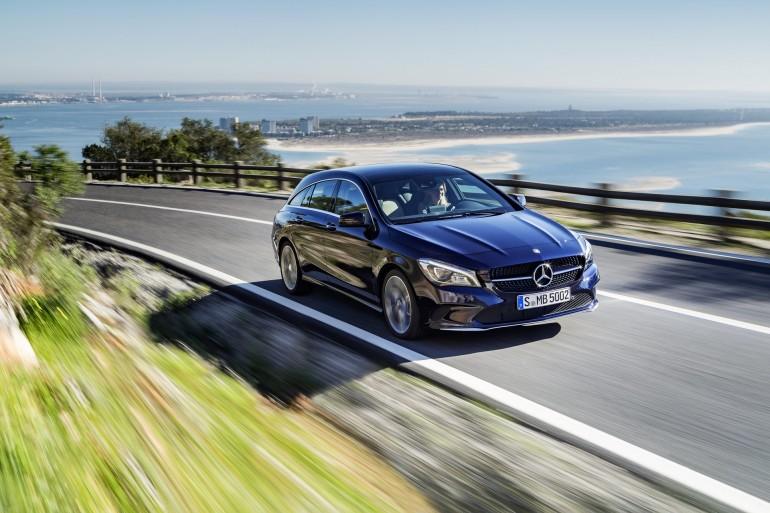 Mercedes-Benz CLA 250 4MATIC Shooting Brake (X117) 2016. Canvasitblau, Interieur schwarz-beige. Kraftstoffverbrauch (l/100 km) innerorts/außerorts/kombiniert: 8,7/5,5/6,7;  CO2-Emissionen kombiniert: 154 g/km Mercedes-Benz CLA 250 4MATIC Shooting Brake (X117) 2016. Canvasite blue, Interior black-beige. Fuel consumption (l/100 km) urban/ex urban/combined: 8.7/5.5/6.7;combined CO2 emissions: 154 g/km