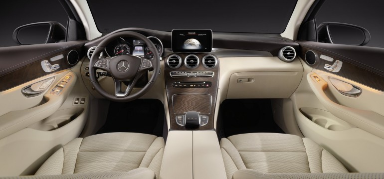 Mercedes-Benz GLC Coupé. Interieur. Innenausstattung Leder Seidenbeige. Studioaufnahme Mercedes-Benz GLC Coupé. Interior. Studio shot. Leather silk beige