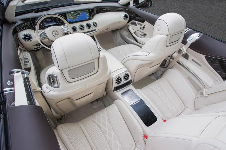 Das neue S-Class Cabriolet und der neue SLC, Côte d'Azur 2016, Mercedes Benz S 500 Cabriolet, rubinschwarz-mettalic, Leder: designo beige <> The new S-Class Cabriolet and the new SLC, Côte d'Azur 2016, Mercedes Benz S 500 Cabriolet, ruby black, Leather: designo Exclusive nappa porcelain / espresso brown Kraftstoffverbrauch kombiniert: 8,5 (l/100 km), CO2-Emissionen kombiniert: 199 (g/km) Fuel consumption, combined: 8.5 (l/100 km), CO2 emissions, combined: 199 (g/km)