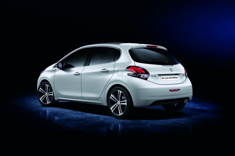 Peugeot208GTLineIceWhite-001
