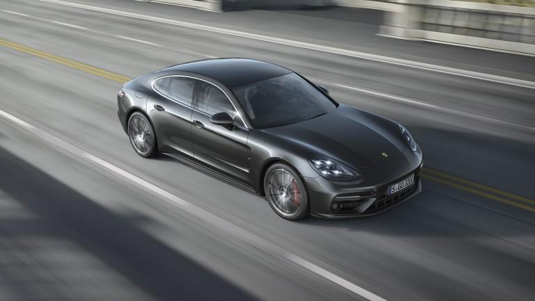 PorschePanameraTurbo2017-001