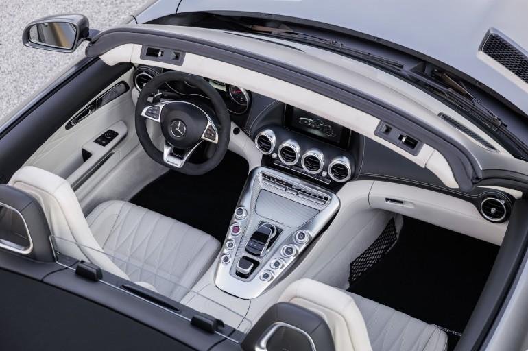 AMG GT C Roadster (R 190), 2016; Exterieur: designo selenitgrau magno; Interieur: Leder Nappa Exklusiv macchiatobeige ;Kraftstoffverbrauch kombiniert: 11,4 l/100 km, CO2-Emissionen kombiniert: 259 g/km AMG GT C Roadster (R 190), 2016; exterior: designo selenit grey magno; interior:Nappa leather exclusive macchiato beige; fuel consumption, combined: 11.4 l/100 km; combined CO2 emissions: 259 g/km