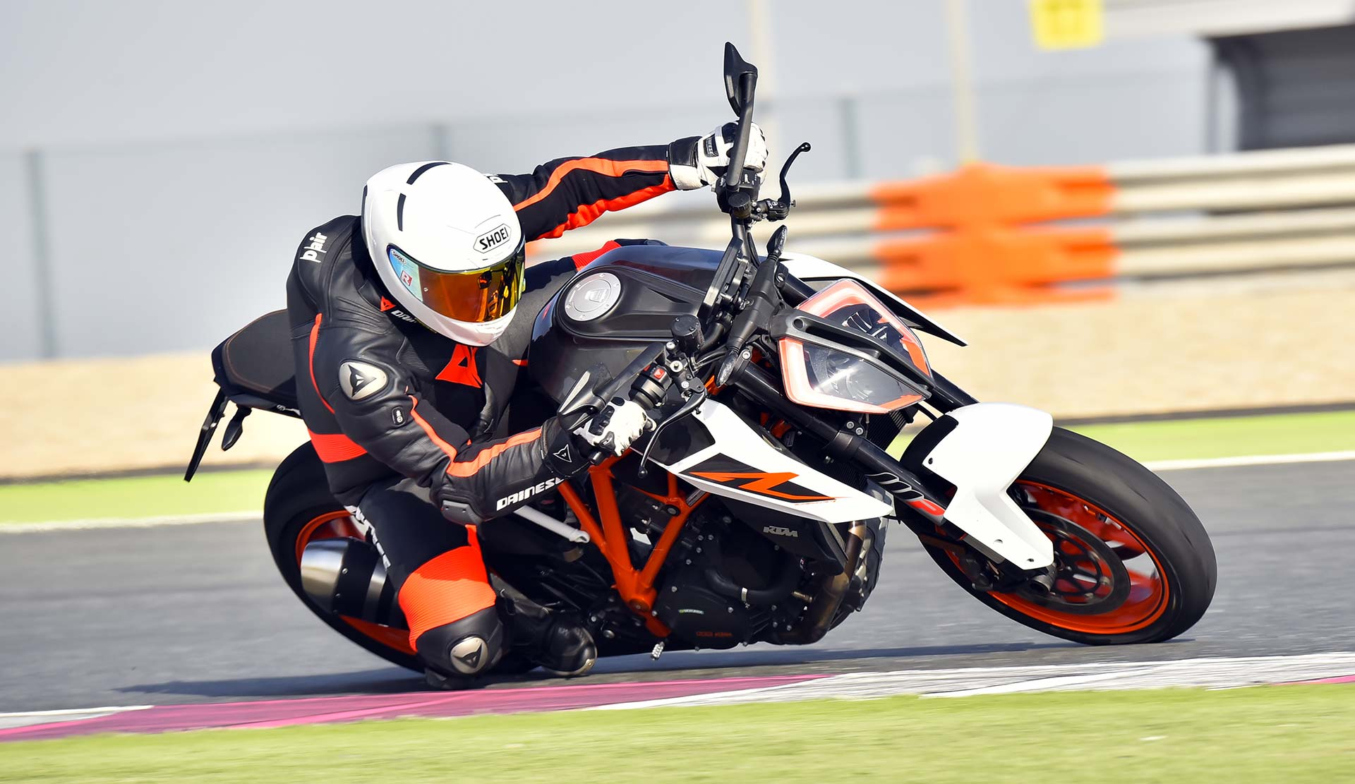 prova ktm 1290 super duke r 2017 test. Black Bedroom Furniture Sets. Home Design Ideas