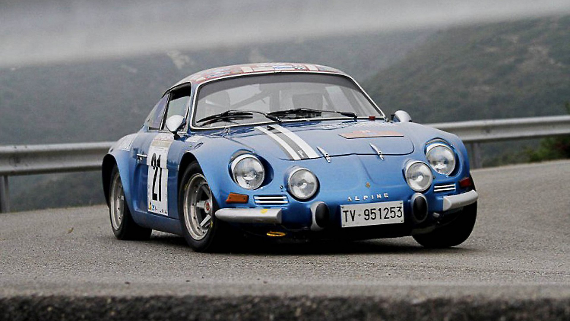 la storia della alpine a110 la berlinetta super leggera regina dei rally. Black Bedroom Furniture Sets. Home Design Ideas