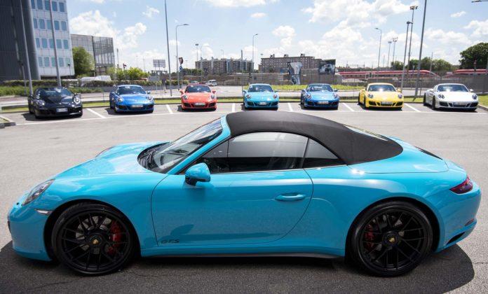 Porsche 911 Carrera GTS Cabrio vista laterale
