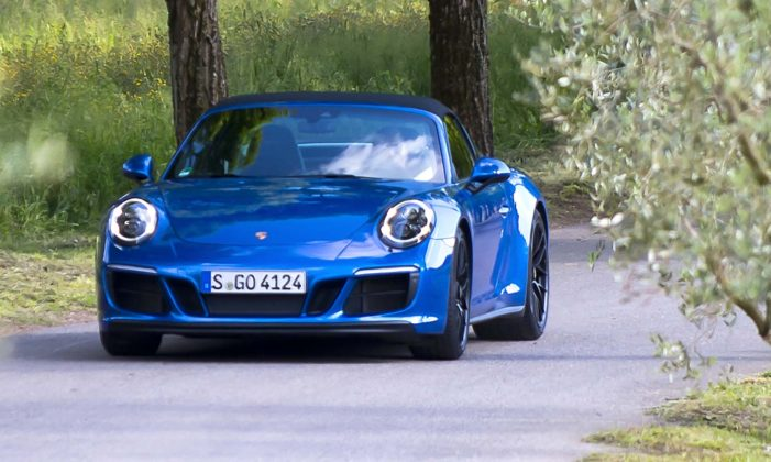 Porsche 911 Carrera GTS Targa Movimento frontale