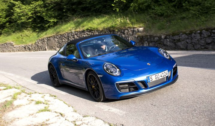 Porsche 911 Carrera GTS Cabrio Movimento frontale