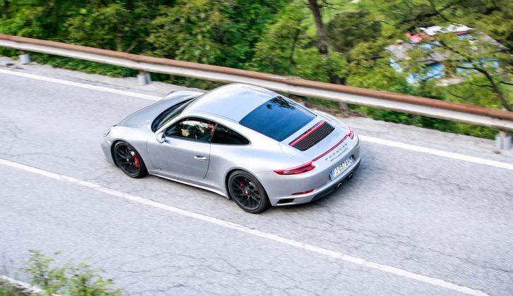 Porsche 911 Carrera GTS Grigia movimento dall'alto