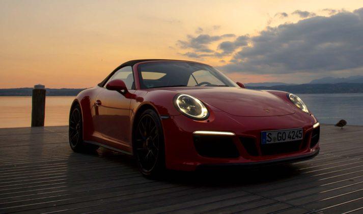 Porsche 911 Carrera GTS statica tramonto