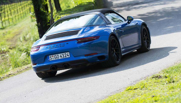 Porsche 911 GTS movimento posteriore
