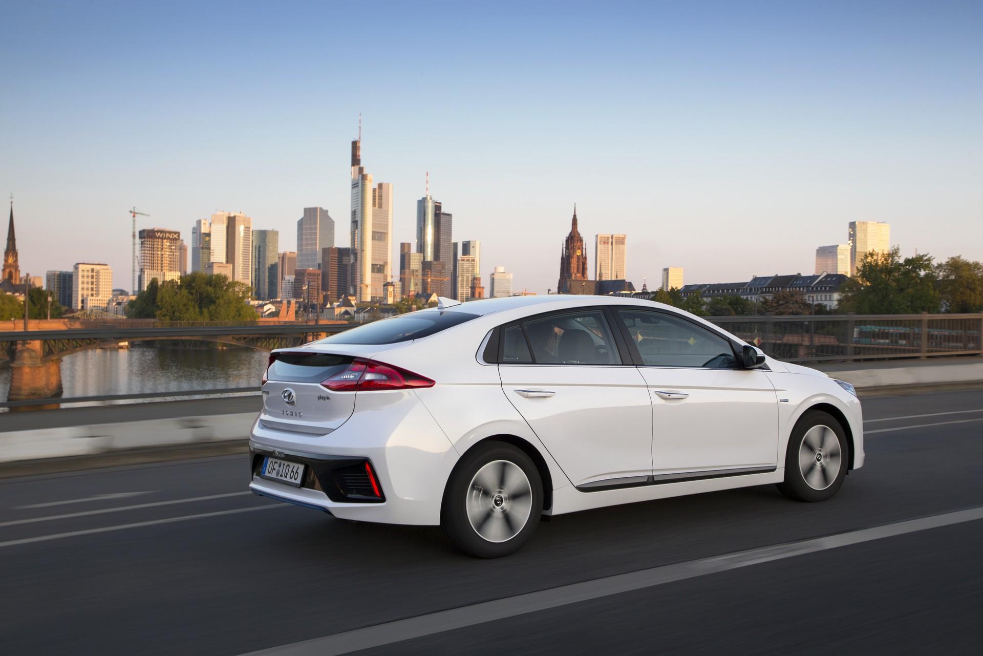 Prezzi e caratteristiche della nuova hyundai ioniq plug in for Prezzi del garage della carrozza