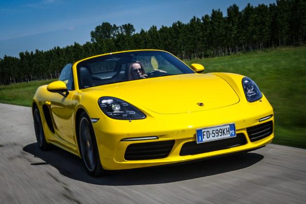 Porsche Boxster 718 Gialla Camera car