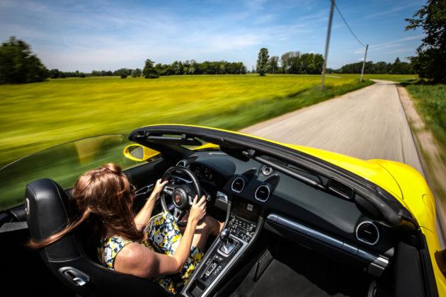 Porsche Boxster 718 Gialla On Board