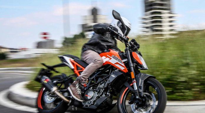 KTM 125 Duke 2017 Movimento laterale rotonda