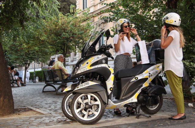 Yamaha Zig Zag Scooter Sharing - Ragazze