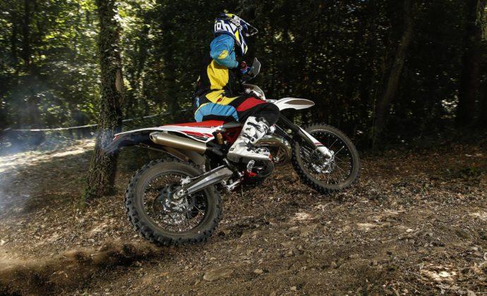 Betamotor RR 2018 125 cc enduro azione nel bosco
