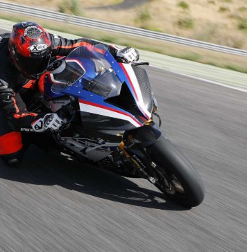 BMW HP4 Race action movimento pista