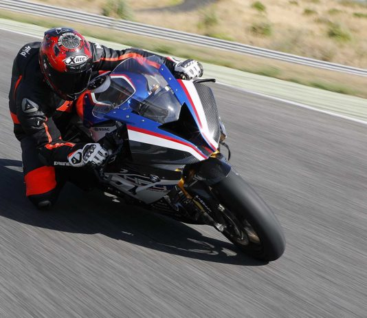 BMW HP4 Race action movimento pista