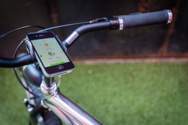 Moto Morini Limited e-Bike, vista smartphone su attacco a manubrio