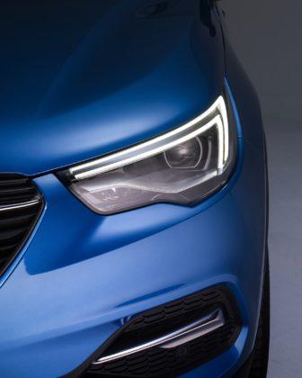 Opel Grandland X, dettaglio faro anteriore statica