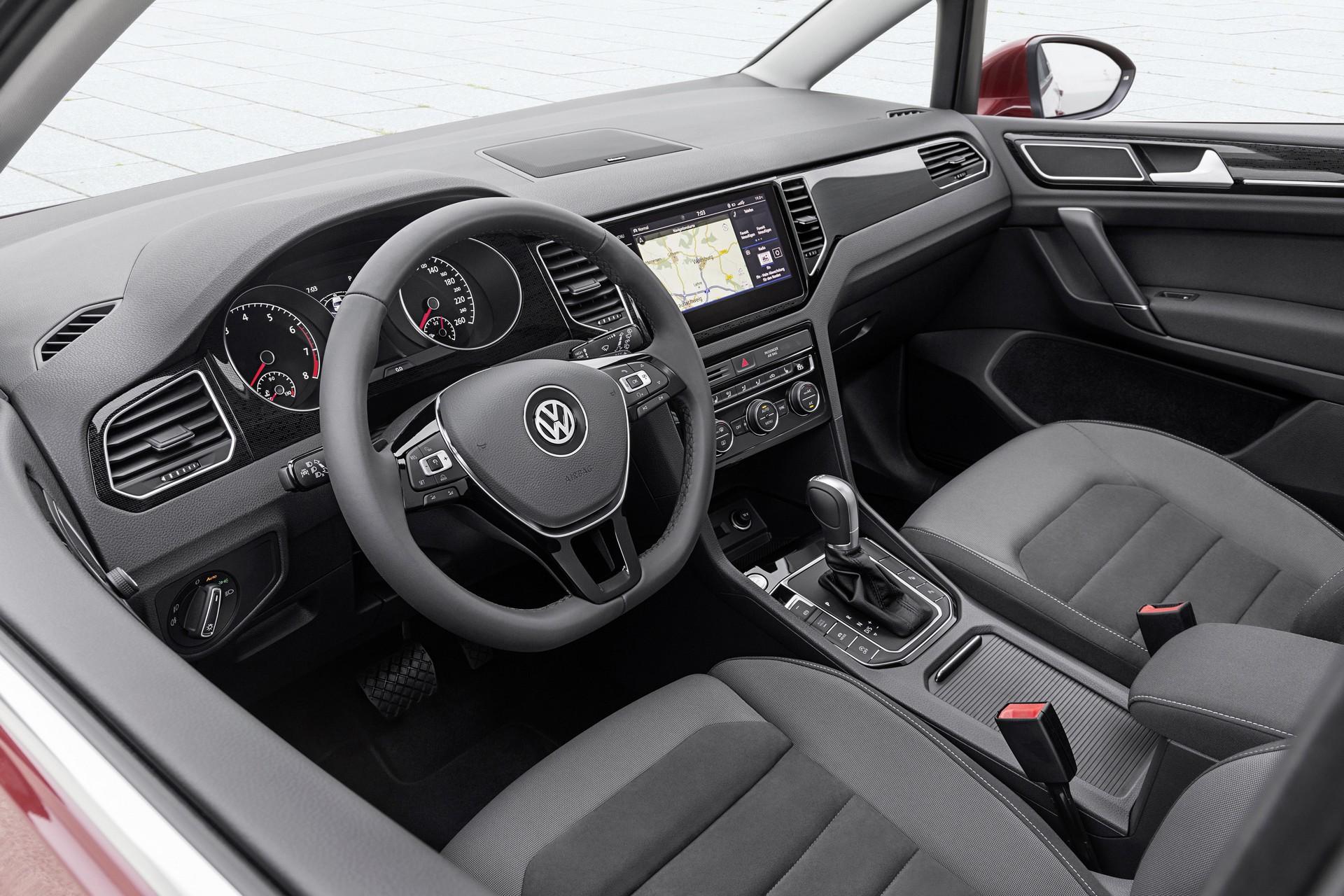 la nuova volkswagen golf sportsvan. Black Bedroom Furniture Sets. Home Design Ideas