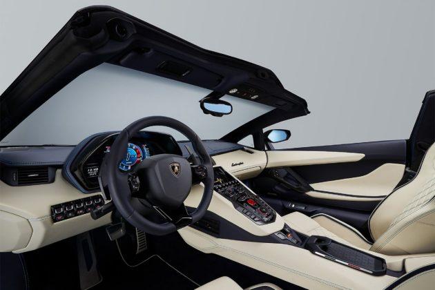 Lamborghini Aventador S Roadster interni